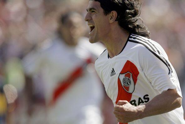 Ariel Ortega, a los 36 años es el jugador en actividad que m&aacu...