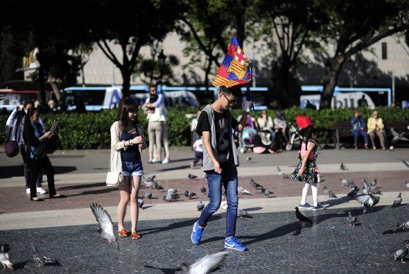 Las calles catalanas poco a poco se fueron llenando con fanáticos...
