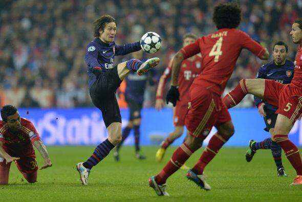 Arsenal seguía eliminado, pues aún le faltaban dos goles para dar vuelta...