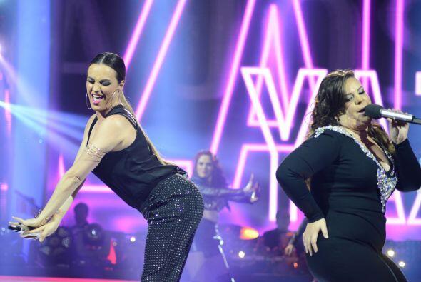 La boricua se divirtió en el escenario con la ex integrante de Kabah.