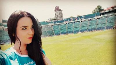 De España con amor por el Cruz Azul: ella es Miriam Sánchez, animadora de La Máquina