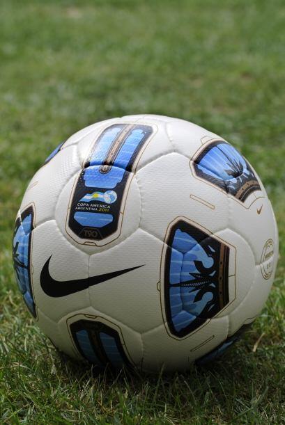 """Este es el balón oficial que se utilizará en la Copa América, el """"T90 Tr..."""