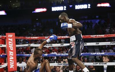 Terence Crawford dio una pelea espectacular y en el tercer round acab&oa...
