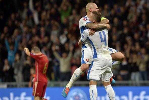 Del otro lado de la moneda, España cayó como visitante 2-1 ante Eslovaquia.