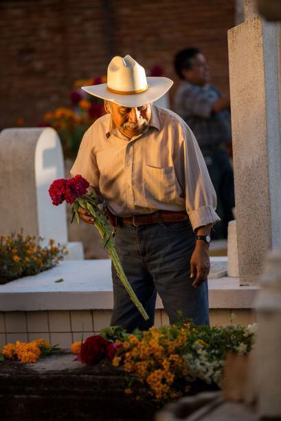 """Los mexicanos tienen un dicho popular que dice: """" El muerto al pozo y vi..."""