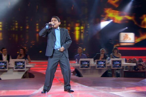 Carlos demostró que puede cantar en cualquier género.