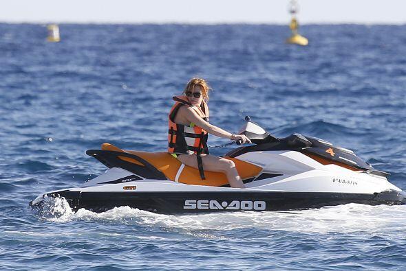 Lohan viajó en jet ski durante varios minutos.