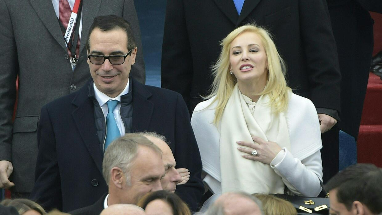 Critican a la nueva esposa del secretario del Tesoro de EEUU por usar co...