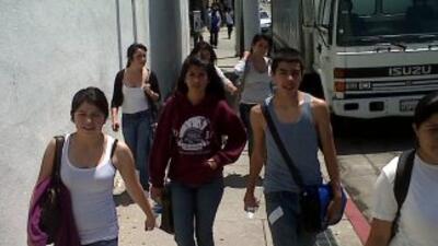 Estudiantes de la preparatoria Huntington Park abandonan clases en protesta