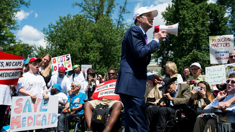 Plan de salud que reemplazaría a Obamacare recibe fuerte oposición de se...