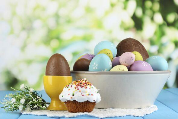 ¡Deliciosos centros de mesa! Huevos de Pascua confitados o sencillos, to...