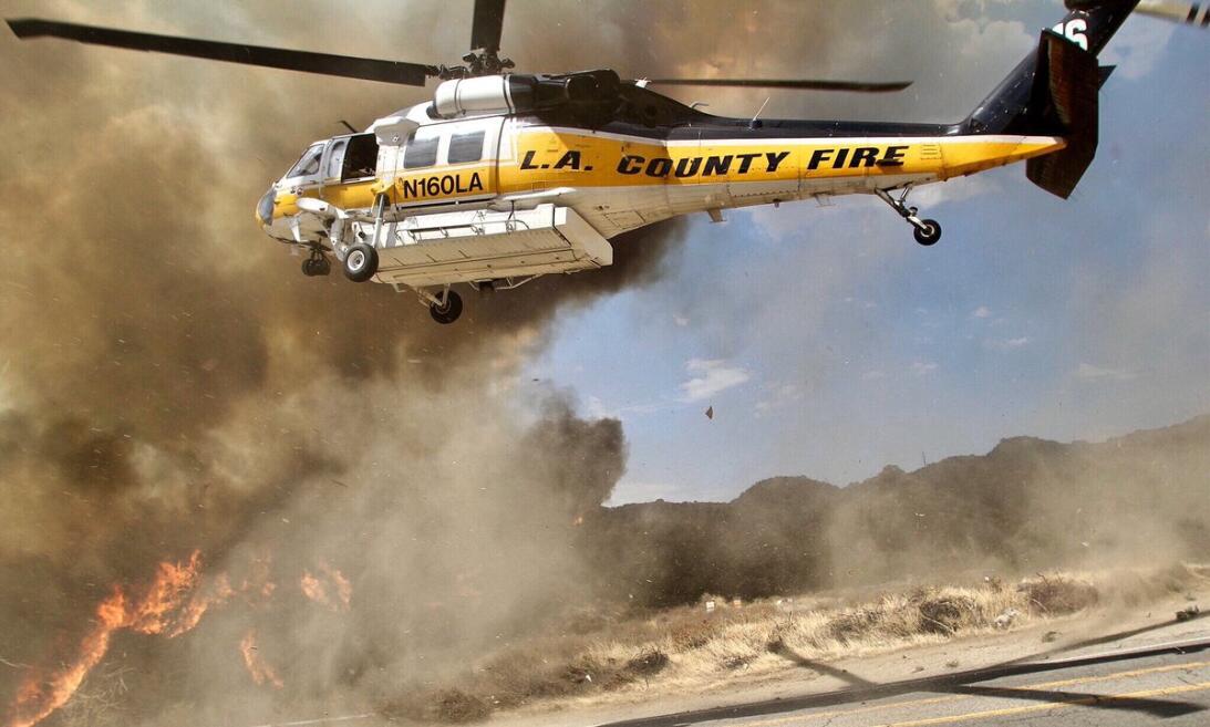 Una de las cuatro unidades aéreas que combatía el incendio.