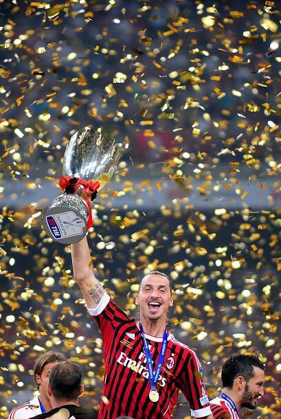 Ahora el Milan es el equipo italiano con más Supercopas. tiene 6 en sus...