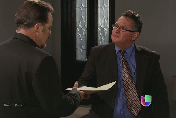 Dionisio recibe un documento. Le entregan la demanda de divorcio que ha...