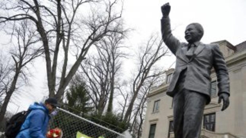 Desde que se anunció la muerte de Nelson Mandela, son varios los homenaj...