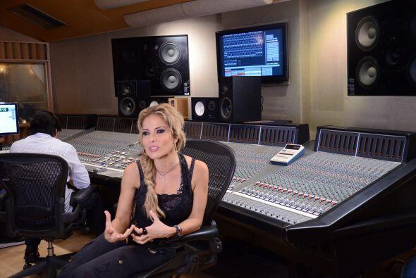 La cantante llegó preparada para ensayar, grabar el tema y hablar con lo...