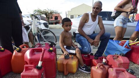 Un niño acompaña a su tío a buscar gasolina en Caro...