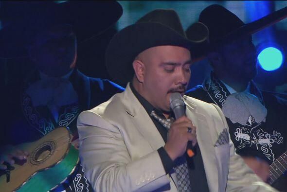 Para el tercer duelo Lupillo Rivera (Amando Hernández) cantó con mucha e...