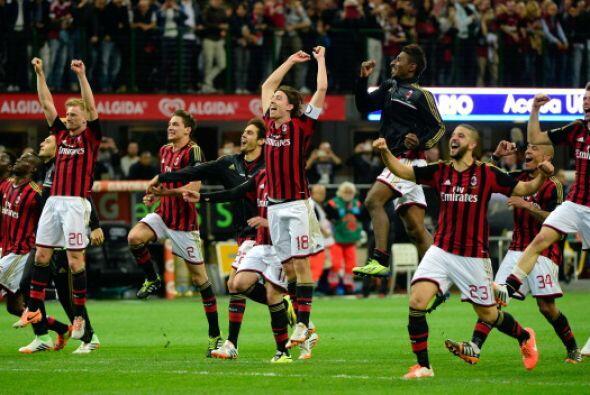 8. AC Milan: Digan lo que quieran de Silvio Berlusconi, pero el tipo sab...