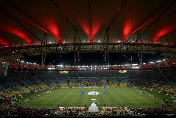 En el 2014 León visitó al Flamengo en el Maracaná y también salió con el...
