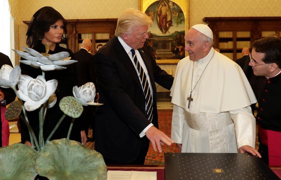Melania, Donald Trump y el papa Francisco en el despacho del pontífice c...