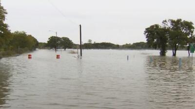 Lluvias en el Metroplex causan accidentes vehiculares, inundaciones y subida en las aguas de los lagos