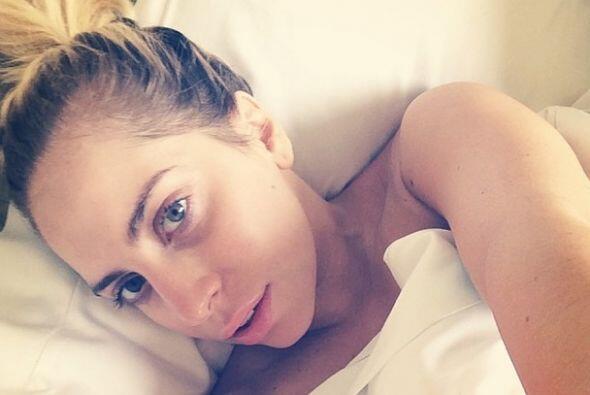 Vaya que Gaga se transforma cuando no usa maquillaje. Ella sí que sabe c...