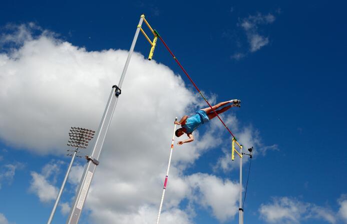 Germán Chiaraviglio se colgó la medalla de plata en el salto con pértiga...