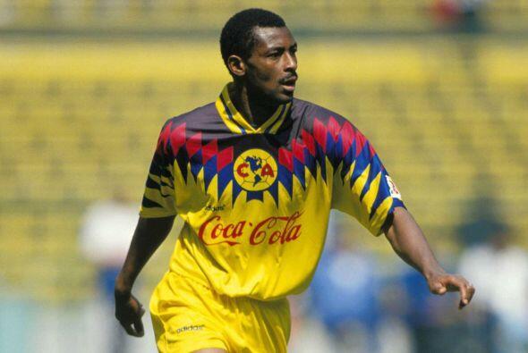 François Omam-Biyik, el camerunés la reventó en la...