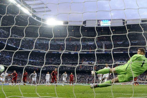 El portero eligió el otro lado y la pelota terminó en el fondo de la red.