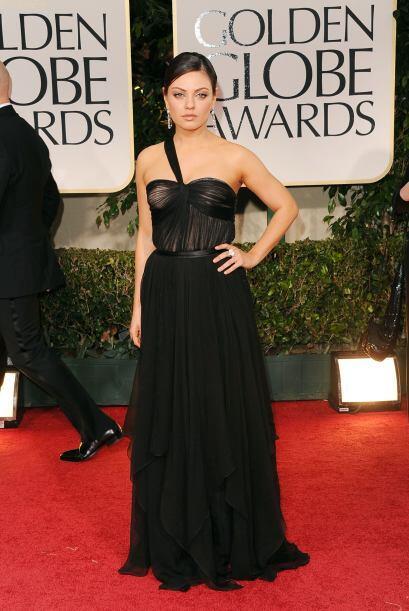 """En los """"Golden Globes"""" de este año, Kunis llegó arrasando con un elegant..."""