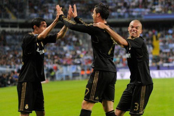 Todos los abrazos fueron para Di María, ya que se disfrazó de Kaká...y l...