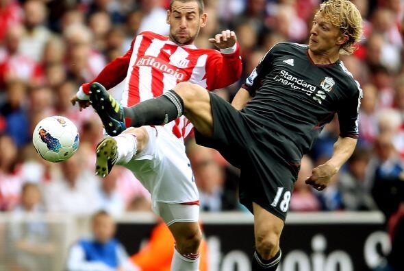 En otro de los partidos de la fecha, Liverpool y Stoke City jugaron un p...