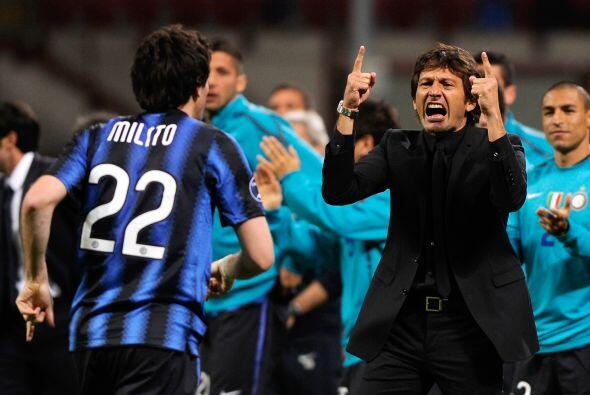Pero el argentino Diego Milito volvió a poner arriba al Inter y corrió a...
