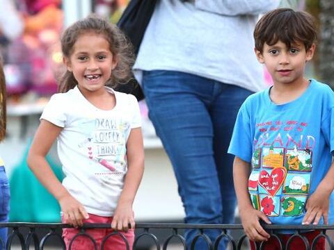 Encontramos a los pequeños de Jennifer Lopez y Marc Anthony muy d...