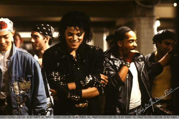 """12. """"Bad"""" - Michael Jackson (1987) / $2,200,000 ($4,445,753 en el 2013)"""