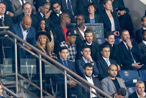 En el encuentro entre PSG y Barcelona, se vieron personalidades en las g...