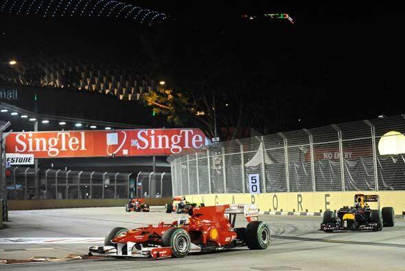 Alonso comenzó a tomar ventaja desde las primeras curvas, pero Vettel no...