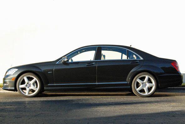 El Mercedes-Benz S400 Hybrid cumple dos años como el primer vehículo híb...