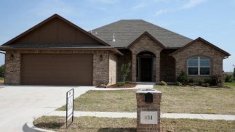 La venta de casas nuevas en Estados Unidos subió en agosto a su nivel má...