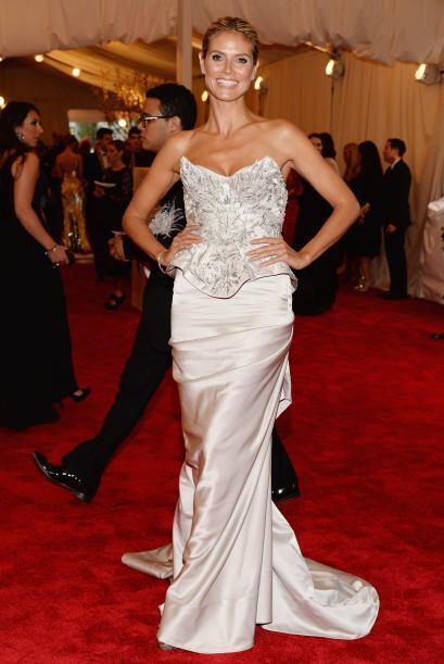 Heidi Klum es una de las famosas que no le gusta arriesgar y la vimos co...