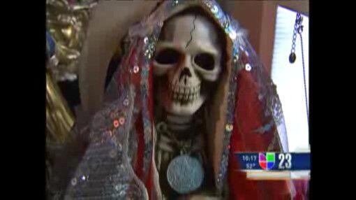 En Dallas, un grupo de fieles le rinde culto abiertamente a la Santa Mue...