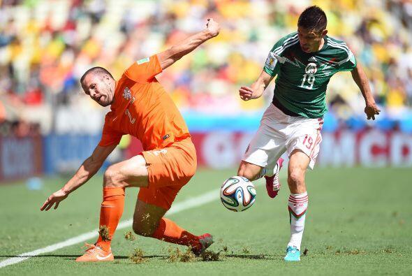 Oribe mantiene una ventaja sobre Vela en la selección nacional, pues la...