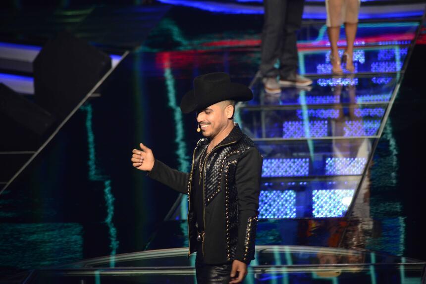 Cristian Castro Espinoza Paz Show Me Pongo de Pie