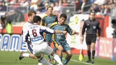 2002: El guatemalteco Carlos Ruiz marca el único gol en tiempos extras p...