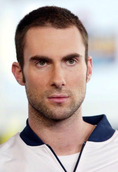 De  joven, Adam Levine no era un hombre muy atractivo, sin embargo con e...