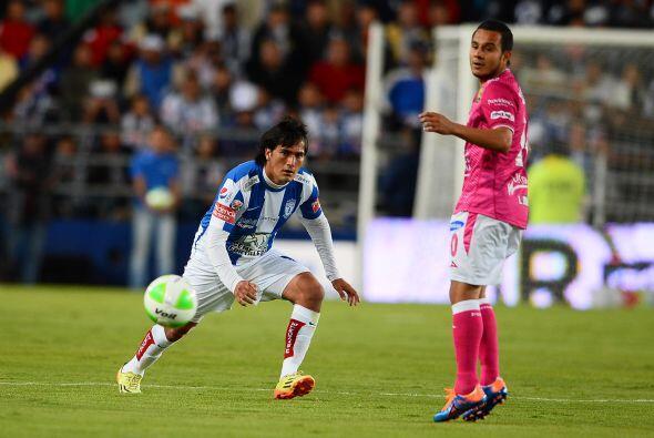 Jorge Hernández (7).- El 'Burrito' luchó solo en la contención contra el...