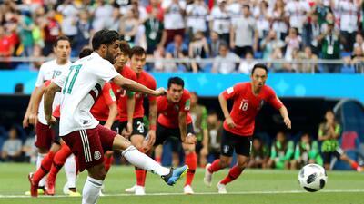 Carlos Vela se estrena como goleador en un Mundial