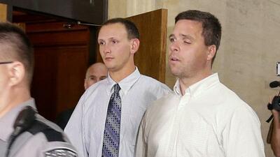 Policías de Milwaukee entrando al juicio