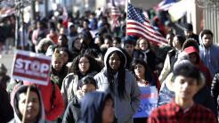 Las protestas pacíficas ya han inundado las calles del país desde que oc...